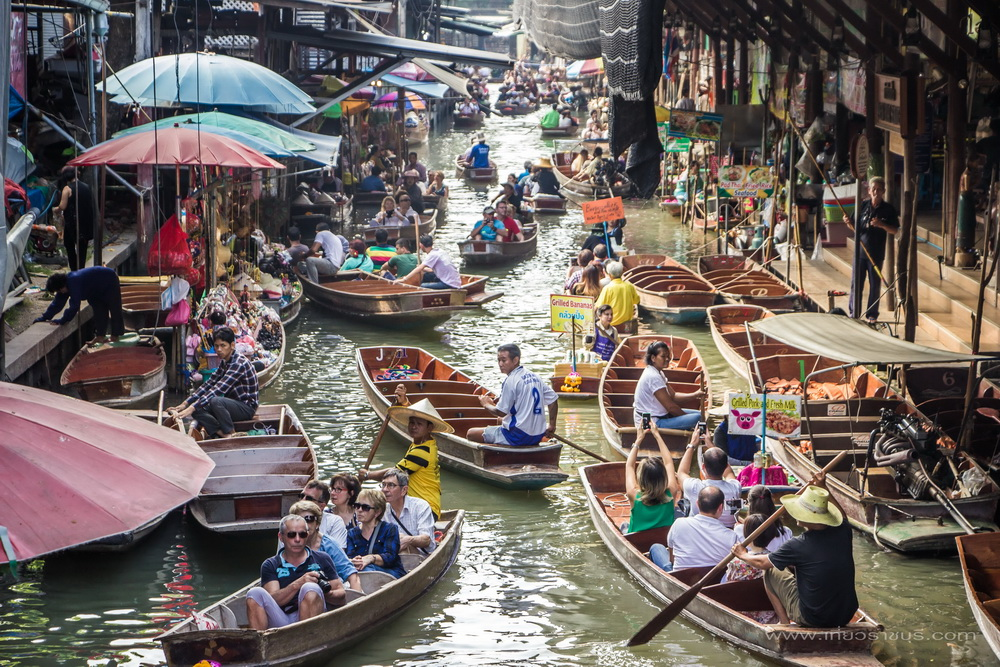Floating market, the charm of shopping using boats