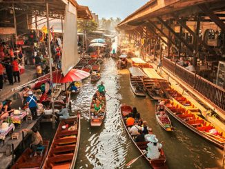 Floating market, the charm of shopping using boatspicc